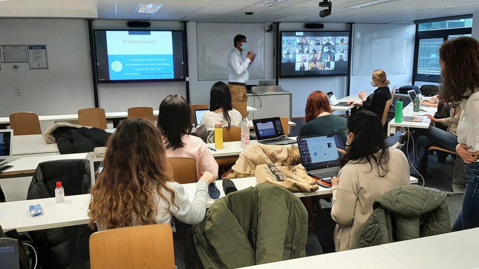 Salle de cours à GEM avec des étudiants